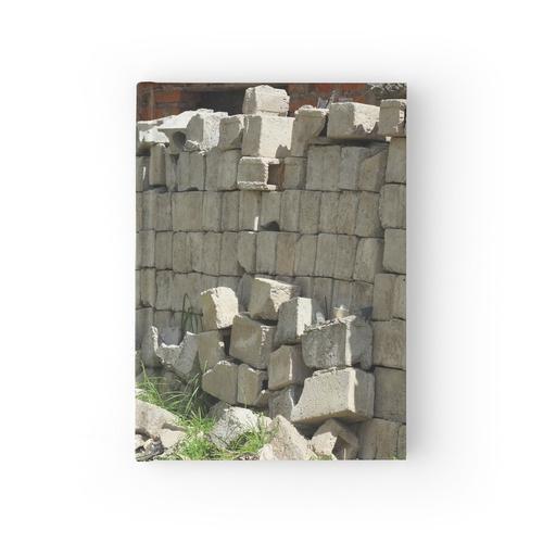 Ziegelsteine auf einer Baustelle Notizbuch
