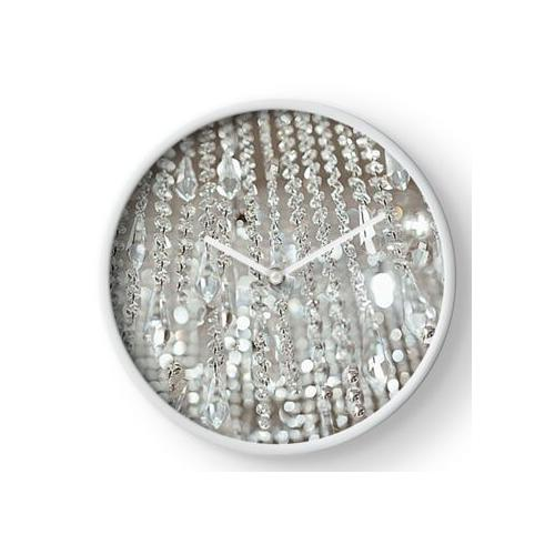 Kronleuchter aus Kristallen und Licht Uhr