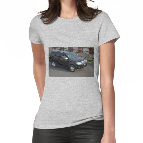 black colored toyota fortuner Frauen T-Shirt