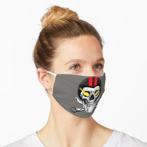 Schädel mit Motorradhelm Maske