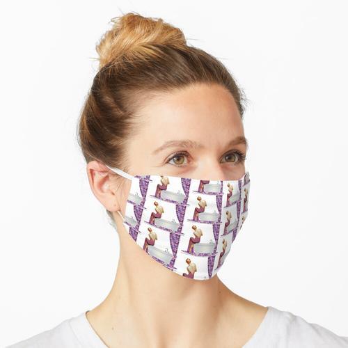 Frau im Badezimmer. Maske