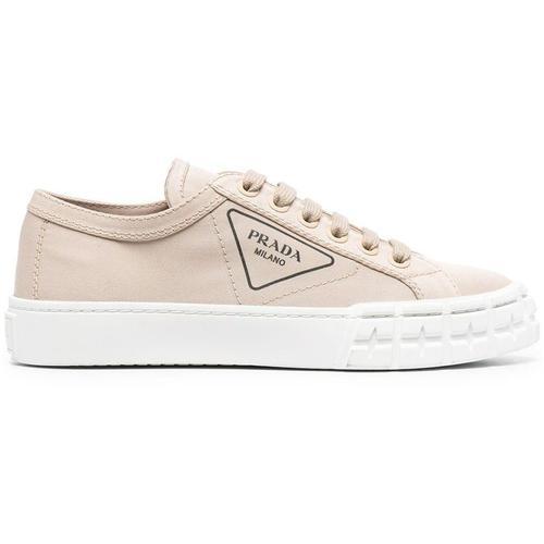 Prada Sneakers mit dreieckigem Logo