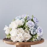 Roses artificielles en soie blan...