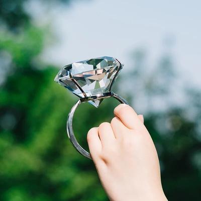 Grand anneau en diamant en verre...