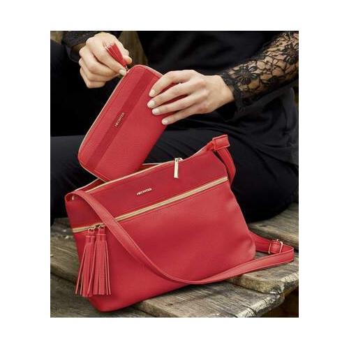 Die Handtasche der Marke DANIEL HECHTER