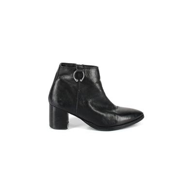 DNA Footwear - DNA Footwear Ankle Boots: Black Solid Shoes - Size 38