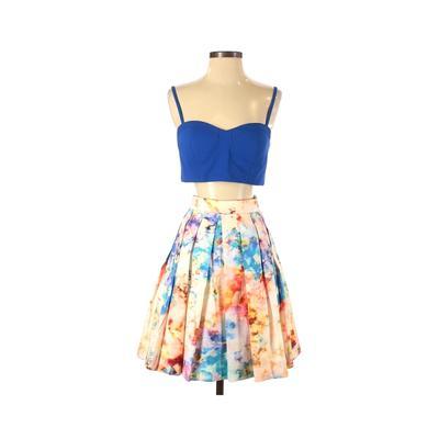 Aqua Dresses Cocktail Dress - A-Line: Blue Floral Dresses - Used - Size 6